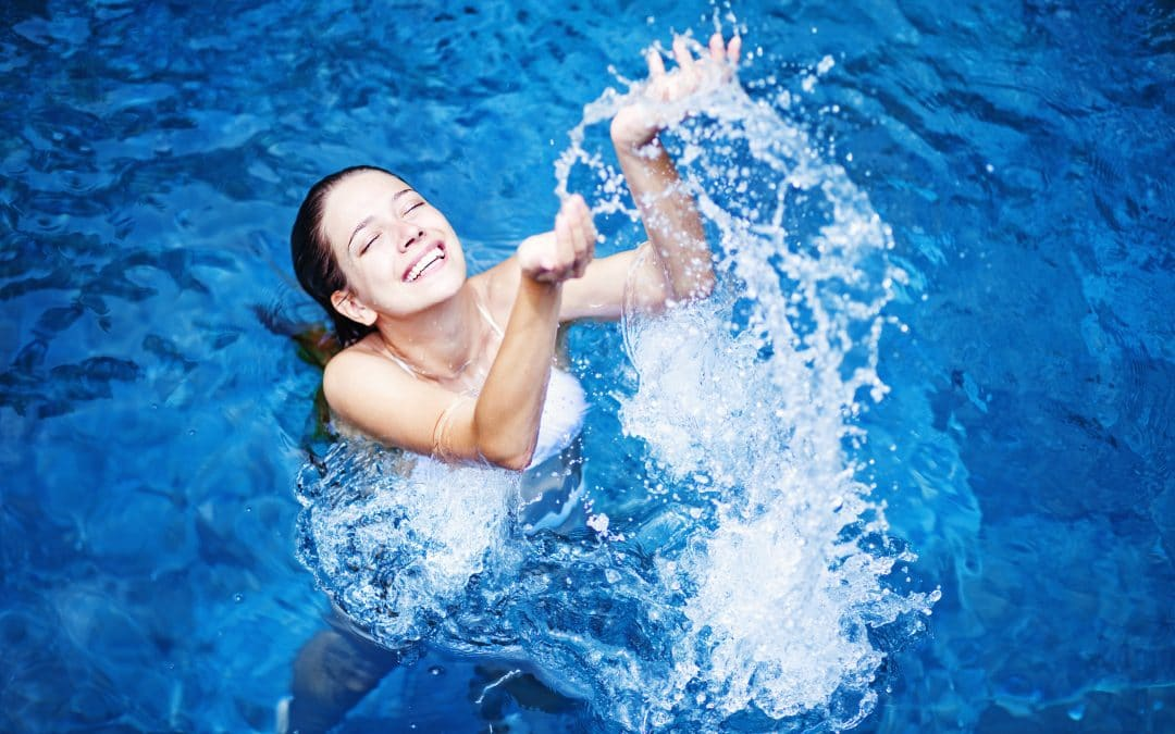 Saltwater Pool vs. Chlorinated Pool: Which Should I Choose?
